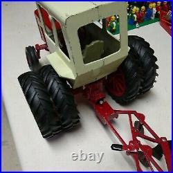 1970s Ertl nternational IH Farmall 1256 Tractor with Douls & Plow