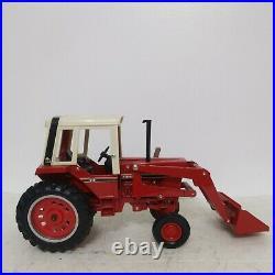 1/16 Ertl Farm Toy International 986 Tractor with Loader