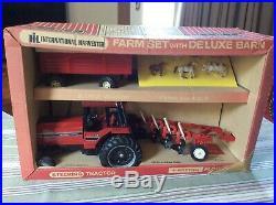 1/16 IH International Farm Set Deluxe Barn Box 5088 Tractor Plow & Wagon by ERTL