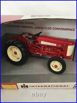 1/16 IH International Harvester 330 & 350 utility tractor set Ertl, Hard to find
