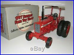 1/16 International 1026 Rops Plow Tractor Summer Farm Toy Show Nib