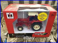 1/32 scale Britains 42799 International 1056XL tractor tracteur FTF Ltd Edition