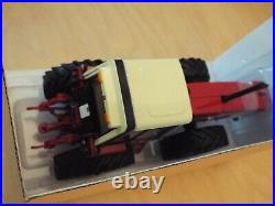 42490 Britains INTERNATIONAL HARVESTER 3588 Tractor 132 scale