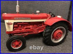 Authentic Ertl International 660 Tractor 1999 Toy Farmer IH 1/16 NIB 16020A