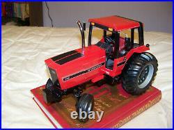 Custom International 5488 2wd cab, 1/16, Ertl, Nice detail, IH