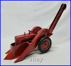Custom McCormick Deering Farmall M Tractor w 2 Row Picker By Tru-Scale Ertl 1/16