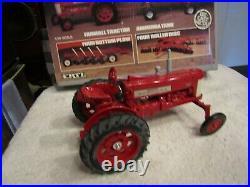 ERTL IH FARMALL 350 Tractor 4-Piece Diecast Metal Deluxe Farm Set 1/16 Box 5044