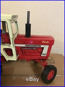 ERTL International Tractor 1466 Farmall Turbo 1/16