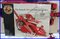 ERTL PRECISION SERIES IH FARMALL 560 W 2-MH CORN PICKER INTERNATIONAL 1/16 scale