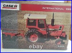 ERTL PRESTIGE COLLECTION INTERNATIONAL 1066 1/16 Scale Tractor Die-Cast