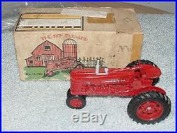Ertl 1/16 Ih Farmall 300 Toy Farmer 1984 Nfts Tractor