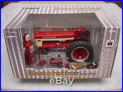 Ertl 1/16 Ih International Farmall 460 Restoration Tractor With Accessories