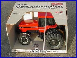 ERTL 1//64 CASE IH INTERNATIONAL HARVESTER 7140 AND 305 MAGNUM TRACTOR CE SET