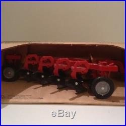 Ertl 1/16 International Harvester IH 4 bottom trailing plow 1/16 NIB Farmall H2F