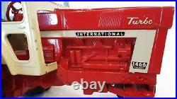 Ertl Farmall International Harvester 1466 diecast tractor 478 Barge Wagon 116