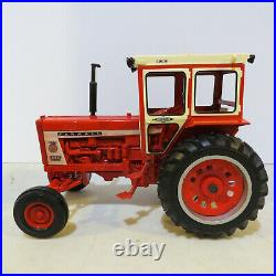 Ertl IH 806 Tractor Hiniker Cab, Iowa FFA IH-16044A-B