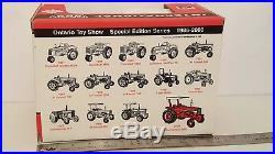Ertl International Farmall 856 1/16 diecast metal farm tractor by Scale Models