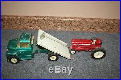 Ertl International Harvester 1600 Flat Bed Loadstar Truck & Tractor