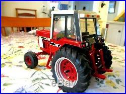 IH International Harvester 886 tractor 1/16 diecast tractor - Mint
