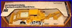IH International Harvester Backhoe Tractor Loader 1/16 Ertl Toy 472 1970's withBox