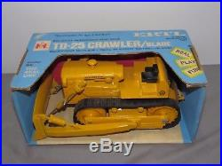 IH International Harvester TD-25 Crawler Tractor withBlade 1/16 Ertl NIB LIGHT Yel