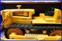 IH International Harvester TD-25 Crawler withBlade ERTL 1/16 Scale