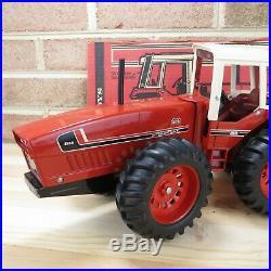 International Harvester 2+2 Tractor 3588 Vintage Ertl 1/16 Die-cast Nr-mt