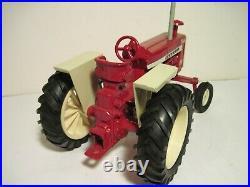 International Harvester Farm Toy Tractor RARE 1206 Ertl 1/16