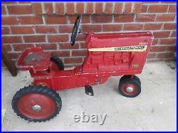 International Harvester Farmall 1026 Pedal Tractor Ertl
