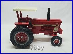 International IH Farmall 1066 24th Ontario Canada Toy Show Tractor 1/16 Scale