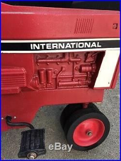 VINTAGE ERTL INTERNATIONAL HARVESTER KIDS PEDAL TRACTOR Model 404