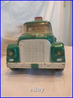 Vintage Ertl International Harvester Loadstar Tilt-Back Flatbed Truck withTractor