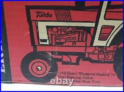 Vintage International Farmall 1466 Tractor With Duals And Cab 1/16 Scale By Ertl