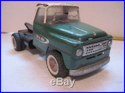 Vintage Original TRU SCALE INTERNATIONAL HARVESTER Toy Truck TRACTOR