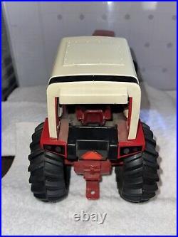 Vintage international Harvester 3588 2+2 Tractor 14 Metal 1/16